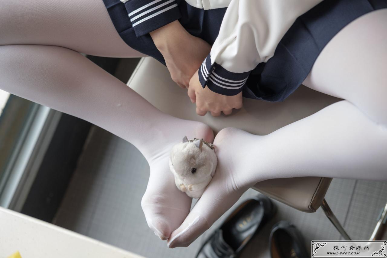 JK白丝美足萝莉丝袜写真