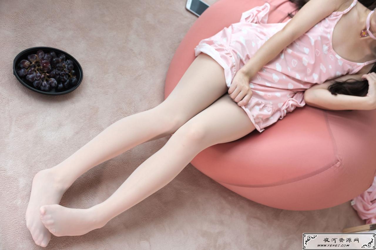 粉红可爱的肉丝小萝莉丝袜写真