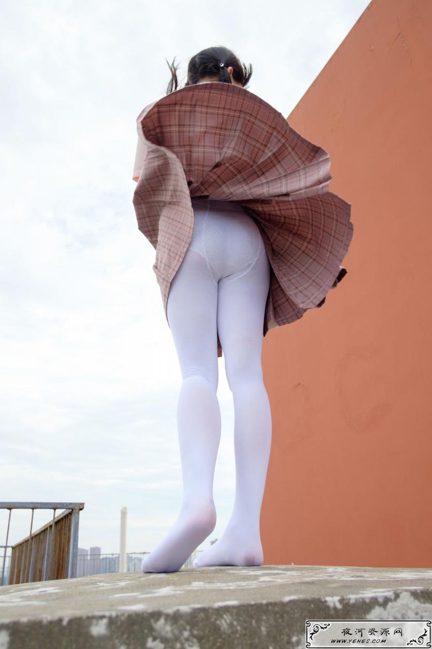 高中生的户外白丝萝莉丝袜写真