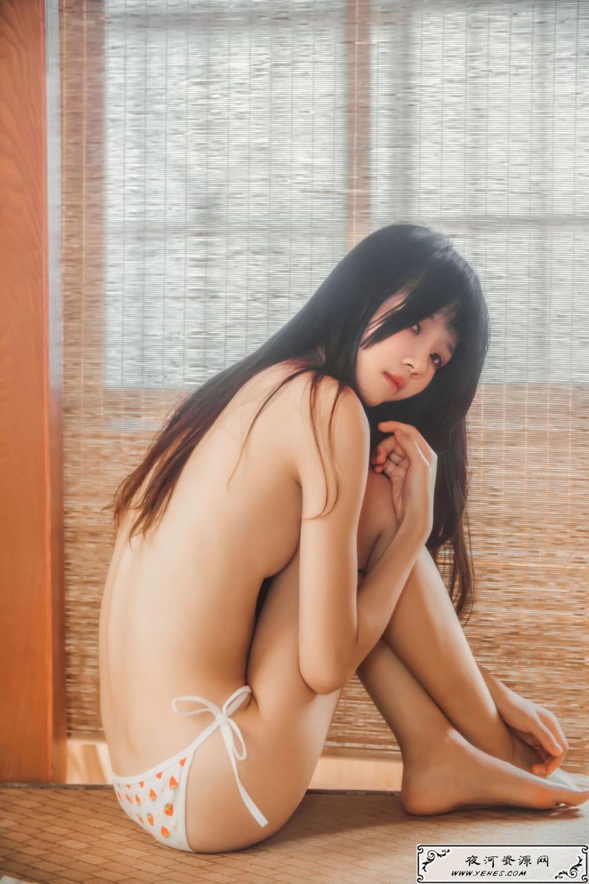 桜桃喵 - 小背心换水手服日系少女制服黑丝短裙暴露写真
