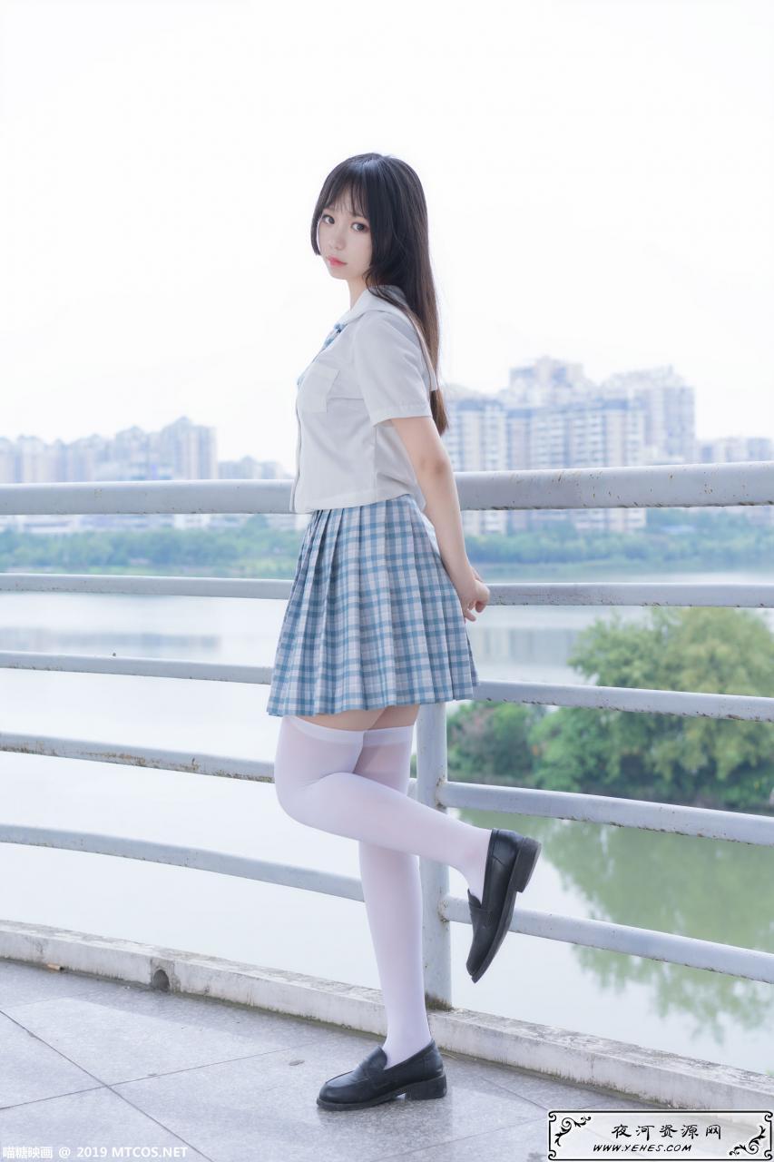 白丝袜格子裙少女写真