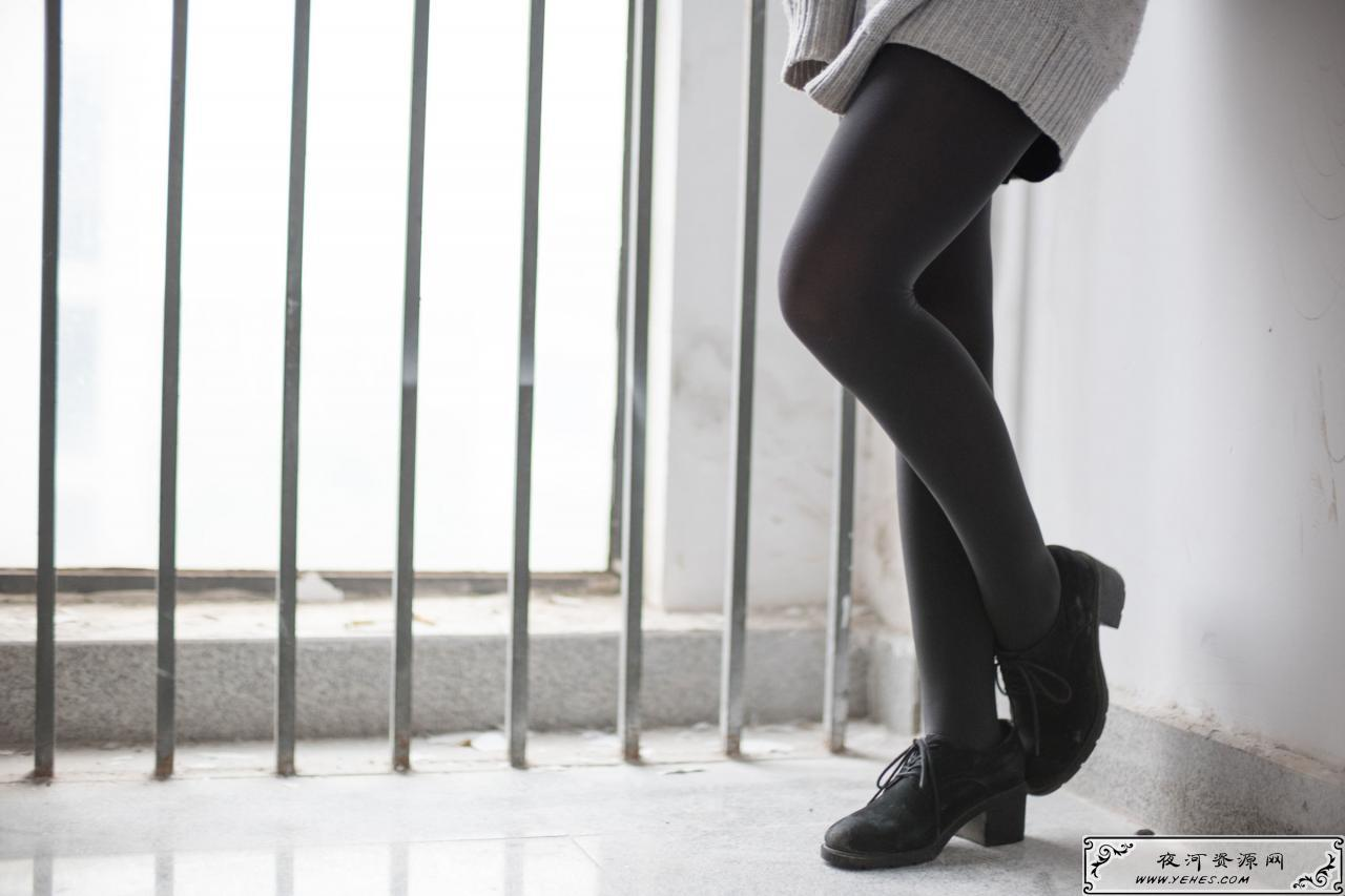 楼梯间的黑丝诱惑小姐姐
